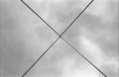 Pyramide (Christian Güttner) Tags: ricoh rolleirpx400 ricohkr10 135mm 135 35mm analog analogue schwarzweis schwarzweisfotografie svartvitt sw blackandwhite bw monochrome moerschecodeveloper ecodeveloper minimalismus