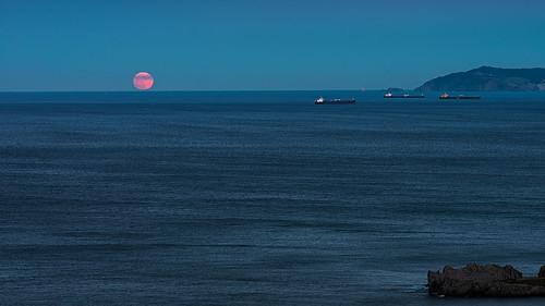 La luna y los barcos