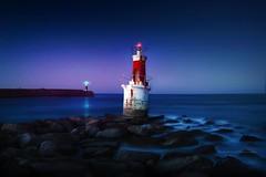 El faro de la barquera (niripla) Tags: cantabria faro lighthouse sunset light sanvicentedelabarquera mar