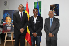 "Inauguración de la exposición ""Tierra Tricolor"" de Julio Reyes • <a style=""font-size:0.8em;"" href=""http://www.flickr.com/photos/136092263@N07/32179377000/"" target=""_blank"">View on Flickr</a>"