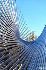 Fondo Metálico. (Gabry Garces) Tags: structure sculpture metal curves exhale modern shine reflections sticks iron beams parallel harmony strength background light sun sky day sunset shadows infinity crowd abstract fotolia photo town art city urban photography