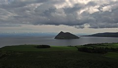 More Holy (Bricheno) Tags: clouds island scotland clyde escocia arran isleofarran szkocja firth schottland lamlash scozia cosse holyisle  esccia  scotlandinminiature  bricheno dunfionn scoia