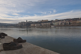 Shoes on the Danube Bank, by Can Togay and Gyula Pauer