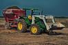 Listo para alimentar a la vaca (Cristian Fotografia) Tags: tractor animal john mixer colonia deere alimentacion bossi ombu 5090 5090e