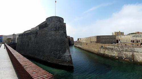 Murallas reales y foso San Felipe