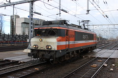 Locon 9905 te Utrecht Centraal 22 november 2015 (Remco van den Bosch 72) Tags: railroad station train utrecht transport eisenbahn railway bahnhof railwaystation rails alstom bahn trainspotting trein spoor spoorwegen 9905 utrechtcentraal elok eloc locon treinspotten losseloc electrischelocomotief