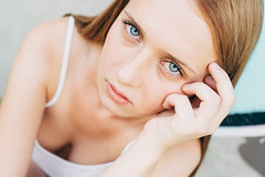 (Caballerophotos) Tags: portrait sun sol girl pose sevilla model chica retrato victoria seville modelo outdoorportrait