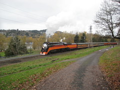 4449 rolls up the hill towards Spokane St (Tysasi) Tags: portland traction east excursion ept sp4449 4449 holidayexpress gs4