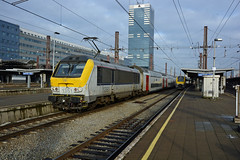HLE 1351 + IC 2133 (Luxembourg 10:09 - Bruxelles-Midi 13:27), Bruxelles-Midi, 03/01/2017 (cfl1969) Tags: bruxellesmidi d7100 hle13 hle1351 sncb alstom nmbs