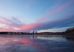 Lilla Essingen, Stockholm (simonbertilsson) Tags: sunset dusk violet stockholm lilla essingen essingeöarna mälaren is ice vatten water island islands
