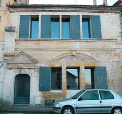 Bergerac, Dordogne: place Barbacane. (Marie-Hélène Cingal) Tags: france sudouest aquitaine nouvelleaquitaine dordogne bergerac 24 brageirac