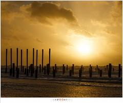 Zonsondergang (nandOOnline) Tags: vergezicht strand water palendorp petten zee zonsondergang zuidwesterstorm landschap zand wolken palen branding golven storm noordzee noordzeestrand
