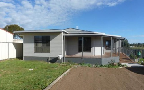 25 Ford St, Boorowa NSW 2586