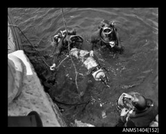 Divers testing an AWA underwater television camera (Australian National Maritime Museum on The Commons) Tags: camera television technology underwater 1940s 1950s 1960s sydneyharbour awa australiannationalmaritimemuseum commercialphotographer amalgamatedwireless gervaispurcell