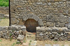 (orientalizing) Tags: italy house arch well sicily hellenistic barrelvault archaeologicalsite morgantina archaia lateclassicalhellenistic serraorlando