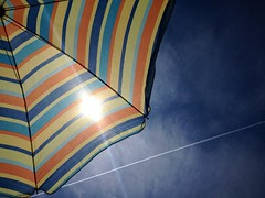 Estate / Summer (Michele Massetani) Tags: summer beach umbrella estate trail stuff iphone cose scia ombrellone