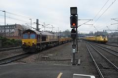 "DB Cargo Class 66/0, 66147 & Network Rail Class 43, 43013 (37190 ""Dalzell"") Tags: ews englishwelshscottishrailways revised maroongold db dbcargorail nr networkrail yellow doctoryellow testtrain brelcrewe hst highspeedtrain intercity125 bufferfitted hstdvt surrogatedrivingvantrailer class43 gm generalmotors shed class66 class660 43013 66147 york"