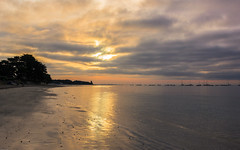 Kerfontaine (tribsa2) Tags: sunrisesunset seaside seascape shoreline sea beach plage zonsopgang zee strand