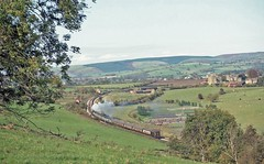 STOKESAY PANORAMA 23-10-82 (Malvern Firebrand) Tags: black 5 460 5mt no 5000 heads for shrewsbury passes stokesay castle near craven arms circa april 1982 railtour railway railroad welsh marches pullman scenery countryside