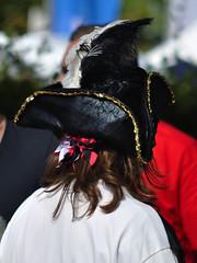 gut behtet (nirak68) Tags: deutschland verkleidung drachenbootfestival ruderer kanaltrave 241365 klughafen c2015karinslinsede