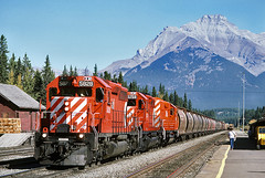 rr5461 (George Hamlin) Tags: red mountain canada station photography photo george pacific diesel action grain rail canadian covered alberta banff locomotive cp decor hoppers hamlin emd sd402