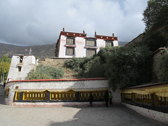 "Drepung Monastery <a style=""margin-left:10px; font-size:0.8em;"" href=""http://www.flickr.com/photos/127723101@N04/22278686482/"" target=""_blank"">@flickr</a>"