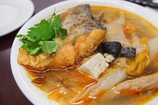 苗栗 頭份–一個人也能吃砂鍋魚頭–鮮美味沙鍋魚頭e餚館