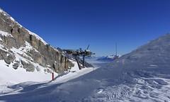 Tsantonnaire (bulbocode909) Tags: valais suisse ovronnaz tsantonnaire montagnes nature hiver neige téléski paysages stratus brume bleu