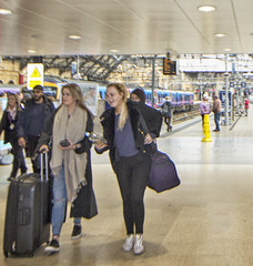 Happy Arrivals (Gill Stafford) Tags: gillstafford gillys image photograph merseyside england liverpool limestreet station railway concourse transport hub arrivals happy