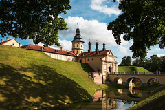 Le Palais de Nesvizh (elenas_1) Tags: palais château nesvizh unesco bélarus biélorussie architecture bâtiment histoire tourisme voyage paysage nature ciel leparc leau extérieur