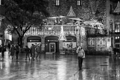 Portal de l'angel (jorapa) Tags: arquitectura street carrer bcn barcelona bw bn blackandwhite blancoynegro nit night light gotic