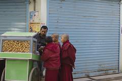Minibuddhas buying crumpies (Gabriel Aljundi) Tags: nepal नेपाल nepali woman portrait hinduism photo canon 600d dsrl model lightroom light luz lady gente foto day daylight photography trip retrato viaje people street calle sweet katmandú काठमांडौ bouda बौद्धनाथ boudhanath bodnath baudhanath bauddha bodh nath buddhism