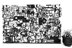 Shopping Mall Art (Viejito) Tags: laurierquébec saintefoy canada quebeccity geo:lat=46773849 geo:lon=71278588 geotagged québec jemesouviens canon sx610 hs powershot fortress saintlaurent saintlawrenceriver nouvellefrance placestefoy placedelacité shopping center mall magasiner sculpture beeldhouwwerk art arte kunst streetart horseshoes wheels gear wheel sprocket cog tandwiel kamrad engranaje 기어 齿轮 hộpsố передача iron hook metal artist flower pot bw monochrome blackwhite blackandwhite sillery canonsx610hs canonpowershotsx610hs fleuve cans2s williamlishman lishman 1971