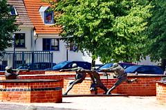 Wismar, ALLEMAGNE en Août 2015 - 62 Marienkirchhof (paspog) Tags: sculpture statue germany deutschland statues balticsea wismar allemagne ostsee hansestadt marienkirchhof merbaltique villehanséatique hnasestadt