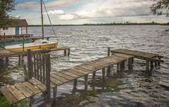 Zarrentin am Schaalsee - Bootssteg (Pana53) Tags: see nikon wasser outdoor tor tr horizont segelboot textured mecklenburgvorpommern bootssteg schaalsee textur bundesland holzsteg mcpomm zarrentin nikond810 seehtte sswasser pana53 photographedbypana53 texturedbypana53 mcpommtutgut