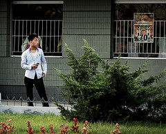En cualquier calle de Pyongyang - RPD Corea (pirindao) Tags: street color colour photoshop photography photo asia contemporary sony colores conceptual northkorea pyongyang urbanphotography coreadelnorte travelphotography streetphotgraphy northcorea pdrkorea rpdcorea pdrcorea