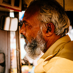 Tuk tuk driver (Paul Perton) Tags: urban india streetphotography tuktuk driver jodhpur voigtlandersuperwideheliar15mmf45 cinecrop