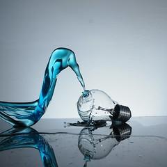 Touch the light (jordigangolellssabata) Tags: splash highspeed agua water light glass creative blue strobist productos product reflejo reflection