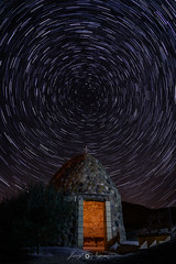 rest under the stars (Javy Nájera) Tags: hormilla caseta choza circumpolar estrellas guardaviñas luzartificial noche nocturna paisaje uva vid viña house hut night star grape vine vineyard