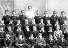 Glebelands Primary School (Dundee City Archives) Tags: glebelandsprimaryschool old olddundeephotos dundee photos school victorian classroom pupils teaching teachers education primary academic tuition learning mitchellwatson may1893 february1972 era woman women children boys