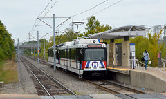 Metrolink (MightySnail) Tags: sky people clouds metro platform stlouis siemens lightrail redline metrolink wellston sd460