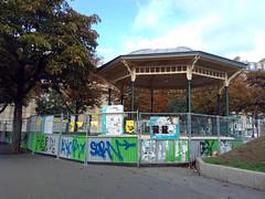 Paris le - 2015-09-17-11h03 (desparlsp) Tags: france nation kiosque musique parsi placedelanation kiosquemusique