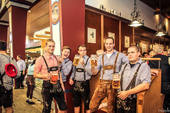 Oktoberfest 2015 Munchen, (Tristan Roebersen) Tags: flowers girls party people white black hot beer girl festival tristan drunk wasted canon dark fun eos dance cool dancing many awesome group sunny oktoberfest dude chilling late chicks munchen epic chill bussy octoberfest alot 2015 evenng 1200d roebersen