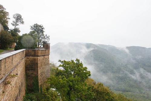 Vue sur le Feldberg dans la brume depuis le château de Hohenzollern (alt. 855 m)
