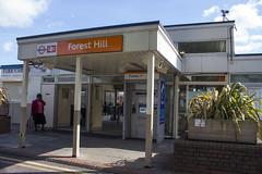 Forest Hill station, Devonshire Road, SE23 (Tetramesh) Tags: uk greatbritain england london unitedkingdom britain londres gb londra londen londinium lontoo llondon londone londyn llundain londn  lunnainn londain londono tetramesh londrez  loundres londonovergroundrailoperationsltd londr lndra  londonovergroundrailoperations