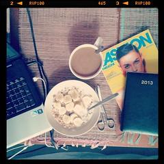 Dzien jak co dzien. #breakfast #goodmorning... (irminastyle) Tags: coffee breakfast work yummy calendar tasty banana goodmorning cereals cornflakes chill crunchy fashionmagazine uploaded:by=flickstagram instagram:photo=506227977834511836187243118