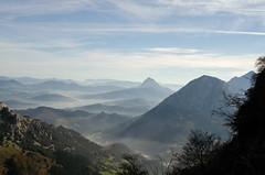 DSC_7915 (adrizufe) Tags: nature landscape ilovenature nikon ngc bluesky paisaje basquecountry autofocus mugarra durangaldea nikonstunninggallery d7000 adrizufe adrianzubia