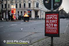 Proteste gegen Neonaziaufmarsch in Leipzig - Sdvorstadt - Connewitz - 12.12.2015 - Leipzig - le1212 IMG_8472 (PM Cheung) Tags: leipzig demonstration sachsen proteste sdvorstadt hooligans npd neonazis barrikaden csgas wasserwerfer nationalismus schlagstock krawalle rassismus naziaufmarsch gegendemonstration connewitz trnengas ausschreitungen sternmarsch sdplatz htwk rumpanzer christianworch karlliebknechtstrase pmcheung pomengcheung lotharknig facebookcompmcheungphotography dierechte pegida legida mengcheungpo silviorsler 12122015 leipzigconnwitz thgida offensivefrdeutschland leipzigbleibtrot protestfrfriedenundvlkerfreundschaft davidkckert gegenlinkenterrorunddielinkediktatur le1212
