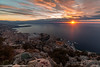 Monaco s'éveille (Damien06300) Tags: canon 6d 1635mm canonfrance france monaco light sunrise city sun cloud soleil hiver lumière amazing rock sea road longexposure