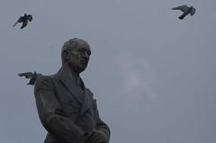 IMGP6778 (hlavaty85) Tags: edvard beneš birds statue ptáci socha
